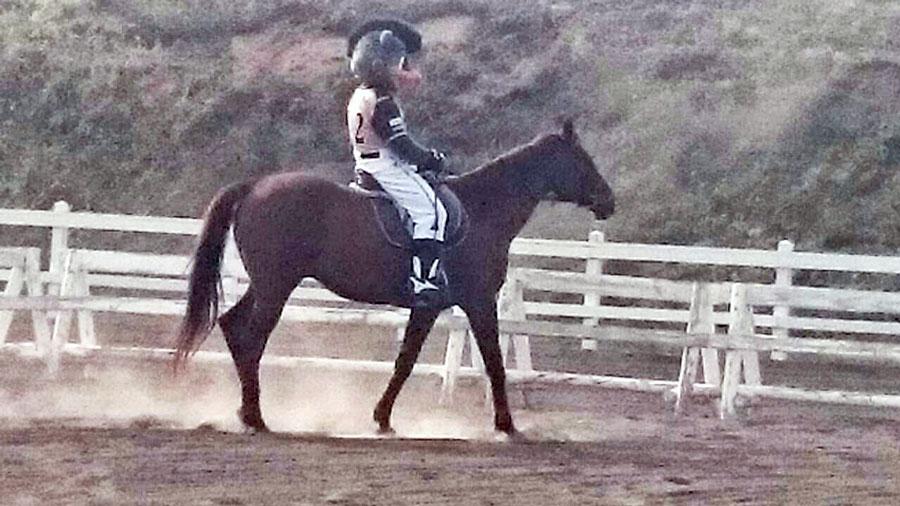B・Bの乗馬練習-2